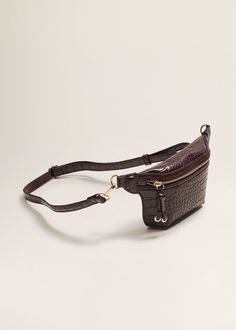 Discover the latest trends in Mango fashion, footwear and accessories. Leather Book Covers, Leather Books, Leather Belt Bag, Leather Handbags, Leather Accessories, Handbag Accessories, Motifs Animal, Mango France, Handmade Leather Shoes