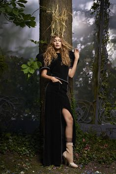 Gigi Hadid in Armani Privé and Fendi couture boots photographed by Karl Lagerfeld for Harper's Bazaar US, October Gigi Hadid Looks, Armani Prive, Sports Illustrated, Fashion Editor, Editorial Fashion, Karl Lagerfeld, Love Fashion, Fashion Models, Grey Fashion