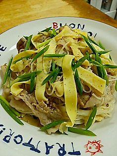 奄美地方の郷土料理★ でも家庭ごとに具も味も違う面白い料理♪ オリーブオイルやアンチョビ使うのは現代風で、年を召された方はサラダオイルと煮干し使います(笑 今回の具は豚バラ、玉ねぎ、玉子、ねぎです。手軽で美味しくて、自分の中ではパスタです!(笑 - 120件のもぐもぐ - 油(あんば)ぞうめん by TOTOLONNE