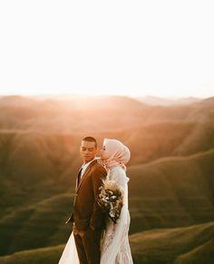 Wedding photography muslim pictures 41 New Ideas Pre Wedding Poses, Wedding Picture Poses, Pre Wedding Photoshoot, Wedding Couples, Wedding Dress, Couple Photography Poses, Amazing Photography, Food Photography, Prewedding Outdoor