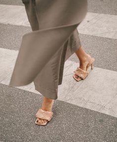 bottega veneta shoes Monique Delapierre on Instagr - shoes Fashion Shoes, Fashion Outfits, Womens Fashion, Fashion Trends, Fashion Weeks, London Fashion, Shoes Photo, Hot High Heels, Winter Mode