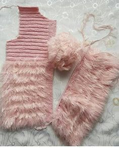 How to Crochet Cuffed Baby Booties - Crochet Ideas Crochet Baby Blanket Sizes, Crochet Baby Mittens, Crochet Hats, Booties Crochet, Crochet Baby Sandals, Baby Knitting Patterns, Knitting For Kids, Blanket Patterns, Baby Hut