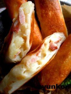 【簡単!!】ベーコンポテトパイ風春巻き |山本ゆりオフィシャルブログ「含み笑いのカフェごはん『syunkon』」Powered by Ameba|Ameba (アメーバ) Sushi Recipes, Asian Recipes, Easy Cooking, Cooking Recipes, Fun Easy Recipes, Bacon, Cafe Food, Snack, Snacks