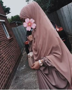 A time when things were different🌷 Niqab Fashion, Modesty Fashion, Mode Abaya, Mode Hijab, Hijabi Girl, Girl Hijab, Hijab Quotes, Hijab Dpz, Muslim Beauty