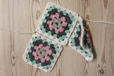 Amalian blogi: Askartelu Amalian joulukalenteri 2015, Luukku 16: Tossut isöäidinneliöistä Crochet Slippers, Diy, Bricolage, Do It Yourself, Slippers Crochet, Homemade, Crocheted Slippers, Diys, Crafting