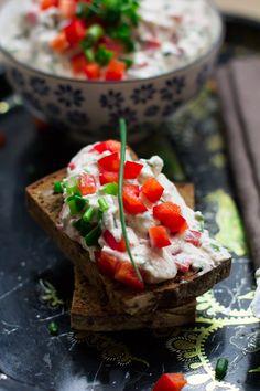 Feta ze szczypiorkiem i czerwoną papryką (smarowidło do chleba) #gryz #MagazynGRYZ