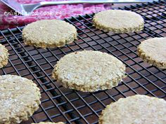 Scottish Oat Cakes, like Walkers Highland Oatcakes {glutenfree + vegan option} – Oats & Oat Flour Scottish Oat Cakes, Scottish Recipes, Irish Recipes, Scottish Desserts, Scottish Dishes, Gluten Free Baking, Vegan Gluten Free, Gluten Free Recipes, Paleo