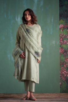 Best Trendy Outfits Part 35 Salwar Designs, Kurti Designs Party Wear, Pakistani Dresses Casual, Pakistani Dress Design, Indian Attire, Indian Outfits, Indian Wear, Emo Outfits, Trendy Outfits