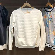e81159510a Blusa off white em matelassê com bolso da Lunender 😘😘 R 138