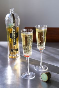 Suuuper Easy :D  A simple cocktail made with elderflower liqueur and brut champagne. Cheers and Happy New Year!!