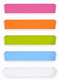 Love this bright and colorful bookshelves. #pinparty #popandlolli