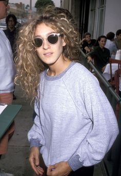 vintage sarah jessica parker natural hair, oversized gray sweatshirt + blush pink mod sunglasses