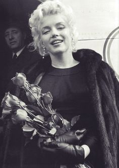 Marilyn leaving New York to film Bus Stop in Arizona, 15 March, 1956. Photo by Milton Greene.