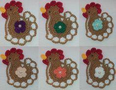 APLIQUE DE CROCHÊ GALINHA    Delicada galinha colorida confeccionadas em crochê com fio 100% de algodão, espessura fina, com detalhe de florzinha colorida aplicada no centro.    Tamanho aproximado: 6 cm de largura x 7,5 cm de altura.    Ideal para customização de peças de decoração da cozinha, tais como guardanapos, cortinas, toalhas de mesa, trilhos etc.    Ótima sugestão para usar na decoração de álbuns em scrapbook, patchwork, caixas em MDF e montagem de cartões e lembrancinhas de chá de…