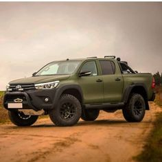 Check this out! I quite simply enjoy this colour for this Toyota Hilux, Toyota Autos, Toyota 4x4, Toyota Trucks, Toyota Tacoma, Ford Trucks, Pickup Trucks, Nissan Trucks, Hilux 2017