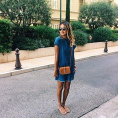 Le look qui donne envie de porter une robe en denim