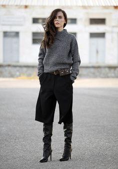 Evangelie Smyrniotaki look culotte e tricot turtleneck