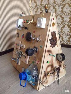 """Come creare una busy board per i bambini Photo credit: Flickr """"Busy board"""": letteralmente, una """"bacheca indaffarata"""". Una bacheca per tenersi..."""