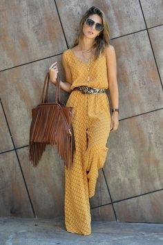 Street Style By Ana Mustard Printed Loose Jumpsuit Passion For Fashion, Love Fashion, Trendy Fashion, Womens Fashion, Fashion Trends, Style Fashion, Modern Fashion, Fashion Black, Cheap Fashion