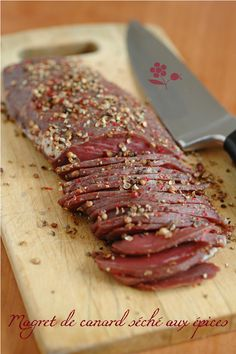 Un magret de canard séché à faire soi même – PASSION … GOURMANDISE ! Simplissime to do with a minimum of ingredients, I announce: the magret duck dry with spices! Grilling Recipes, Meat Recipes, Dinner Recipes, Cooking Recipes, Healthy Recipes, Healthy Cooking, Chefs, Foie Gras, Fish And Meat