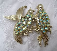 Unusual Vintage 1950s Goldtone Love Birds Brooch Relationship Anniversary #Unbranded