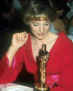 Julie Andrews on Oscar Awards. Here with the Oscar for Best Picture Movie to The Sound of Music.