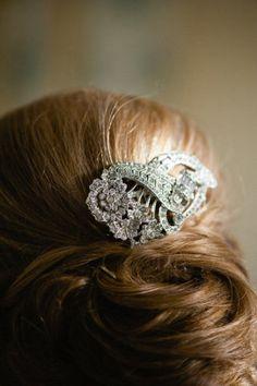 A '20s Brooch-Turned-Haircomb  #Treswedding