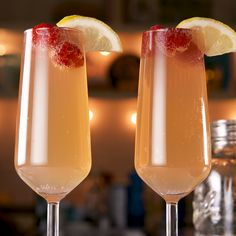 If you love Arnold Palmers, then yo need to try them as mimosas. The perfect drink for sunny Sunday brunch or anytime really! Party Drinks, Fun Drinks, Healthy Drinks, Alcoholic Drinks, Beverages, Summer Cocktails, Cocktail Drinks, Champagne Drinks, Sunny Sunday