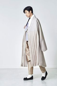 Woo Do Hwan Fuses Modern & Traditional Fashion In First Hanbok Pictorial Korean Traditional Dress, Traditional Fashion, Traditional Dresses, Korean Celebrities, Korean Actors, Korean Fashion Men, Mens Fashion, New Actors, Black Hood