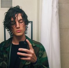 I like chili dogs and pot. And I'm in a hunt for a good bar that serves warm beer and hot dogs Curly Hair Men, Curly Hair Styles, Lany Band, Ilysb Lany, Pretty People, Beautiful People, Paul Jason Klein, Androgynous Hair, Long To Short Hair