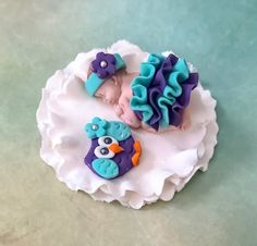 1 fondant cake topper Baby 2 long With fondant owl And base * * Owl Cake Toppers, Fondant Cake Toppers, Fondant Figures, Fondant Owl, Fondant Baby, Baby Shower Owl Cake, Owl Nursery Decor, Ladybug Cakes, Beautiful Cakes