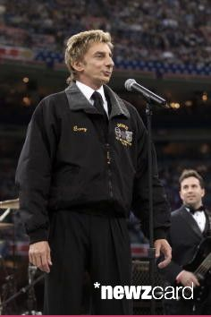 Barry Manilow performing on the Super Bowl XXXVI - Pre Game Show at the Louisiana Superdome in New Orleans, LA., 2/3/02. Photo by Frank Micelotta/ImageDirect.