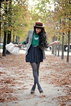 Jupe plissée Urban Outfitters, chemise H, blazer Zara kids, ceinture et pochette New Look, chapeau topshop, bague Poupée Rousse et collier Maronon