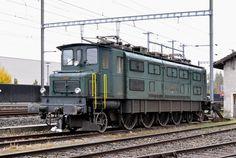 Ae 4/7 10997 steht auf einem Abstellgleis beim Bahnhof Sissach. Die Aufnahme stammt vom 26.10.2016.