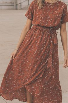 Modest fashion 685391637026965514 - Meyerson Floral Maxi Rust wrap maxi perfect for bridesmaids, a night on the town, or church. This rust floral maxi is maternity friendly and extra comfortable. See more modest dresses on our boutique site. Source by Fall Floral Dress, Cute Floral Dresses, Casual Dresses, Elegant Dresses, Sexy Dresses, Formal Dresses, Pretty Dresses, Simple Dresses, Cheap Dresses