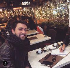 Çağlar Ertuğrul Handsome Actors, Keith Urban, Turkish Actors, Best Actor, Beautiful Men, Tv Series, Motivational, Celebrity, Celebs