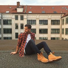 rooftop session. had a great day here in berlin shooting with @timberland_eu the whole day Checkout my snapchat for more insights: kosta.williams _______________ #kostawilliams #yellowboots