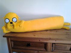 Almofada Jake Hora de Aventura, feita em feltro, peça decorativa,mede 90cm de comprimento. Frete por conta do cliente.