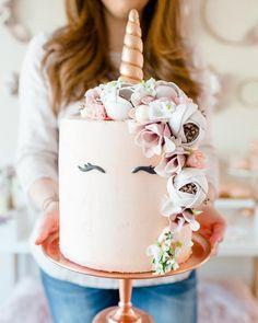 257 Likes, 20 Comments - LLK l Cakery Designer Modern Birthday Cakes, Birthday Cake Girls, Birthday Ideas, Unicorn Birthday, Unicorn Party, Buttercream Cake Designs, Buttercream Flower Cake, Raspberry Smoothie, Apple Smoothies