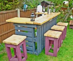 Pallet Garden Furniture Ideas for Functional Models In recent years, a deco trend of recovery has appeared and developed very quickly: garden furniture in pallets . We ended up making pallet furniture f. Outdoor Projects, Diy Projects, Outdoor Decor, Outdoor Pallet, Pallet Projects, Pallet Ideas, Outdoor Bars, Outdoor Seating, Outdoor Ideas