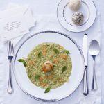 Sale&Pepe ti propone un risotto al basilico con zenzero e capesante. Impara subito la ricetta!