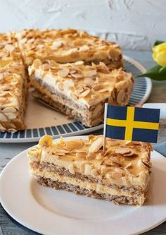 yummy cakes homemade how to make Schwedische Mandeltorte Easy Cake Recipes, Dessert Recipes, Cupcake Recipes, Pie Recipes, Gateaux Cake, Almond Cakes, Food Cakes, Easy Meals, Simple Meals