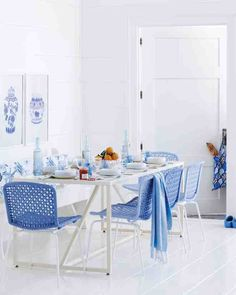 Breakfast Blue Perfect Blue room from Martha Stewart Click to discover 38 others. #interiordesign