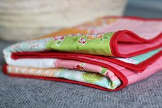Sewing a super easy baby quilt using precuts! Quilting Projects, Baby Quilts, Super Easy, Gym Bag, Sewing, Blog, Pattern, Fabric, Photography