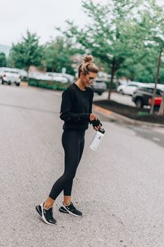 Activewear to Motivate Your Next Workout Chic Activewear to Motivate Your Next Workout Legging Outfits, Athleisure Outfits, Yoga Pants Outfit, Athletic Fashion, Athletic Wear, Athletic Clothes, Athletic Trainer, Gym Clothes Women, Athletic Looks