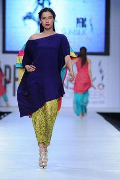 Sania Maskatiya Collection at PFDC Sunsilk Fashion Week 2012 Pakistani Dresses, Indian Dresses, Indian Outfits, Wardrobe Makeover, Curvy Fashion, Womens Fashion, Designer Punjabi Suits, Fashion Sketches, Designer Wear