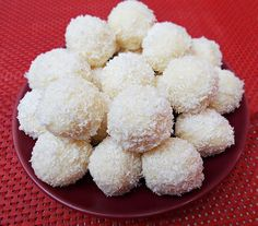 Bomboane Raffaello de casa Romanian Desserts, Romanian Food, Romanian Recipes, Cake Recipes, Dessert Recipes, Food Cakes, Pavlova, Christmas Cookies, Coco