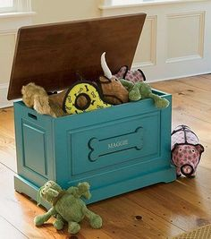 Jeri's Organizing & Decluttering News: Reader Question: Pet Stuff Storage (Part Toy Box Update) - Toys for children Dog Toy Storage, Stuffed Animal Storage, Diy Stuffed Animals, Diy Pour Chien, I Love Dogs, Cute Dogs, Dog Toy Box, Dog Rooms, Animal Projects