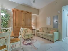 Escapes to the Shores 302 #OrangeBeach Condo on the beach that's just the right size for a party of four! This studio apartment sleeps 4.