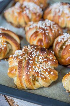 Vaniljnystan – godaste vaniljbullarna! | Fredriks fika - Allas.se Unique Recipes, Sweet Recipes, Cake Recipes, Dessert Recipes, Bread Bun, Swedish Recipes, Fika, Everyday Food, No Bake Desserts